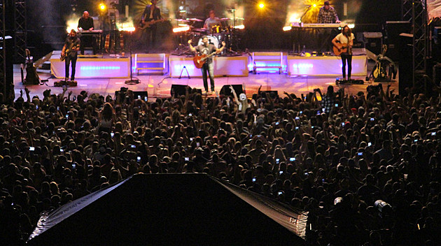 Concert crowd, Billy Currington